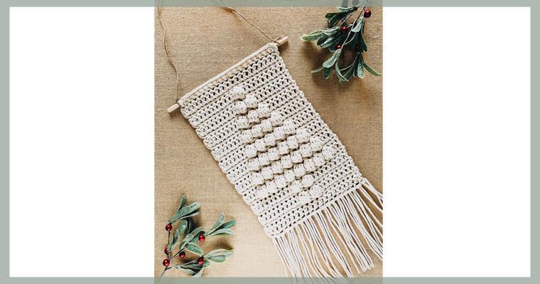 Free Crochet Pattern // Christmas Tree Wall Hanging