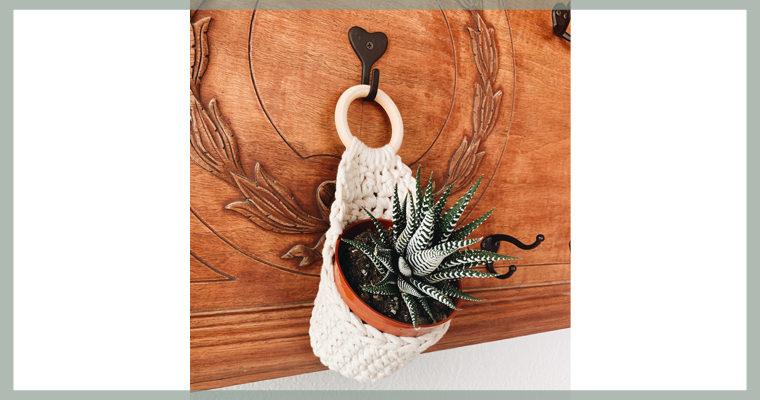 Free Crochet Pattern // Wall Plant Hanger