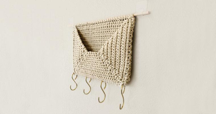 Wall Pocket Organizer // Free Crochet Pattern